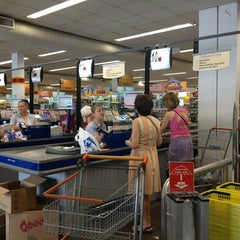 Photo taken at Supermercado Angeloni by Hector L. on 1/9/2013