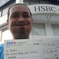 Photo taken at HSBC Bank by Waksikal d. on 5/16/2014