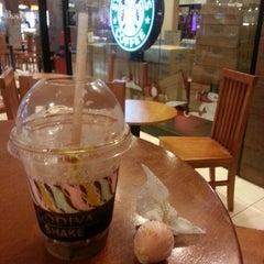 Photo taken at Starbucks by Dwayne K. on 11/27/2012