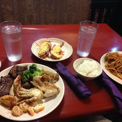 Photo taken at Osaka Seafood Buffet by Tammy L. on 9/9/2013