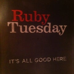 Photo taken at Ruby Tuesday by Racine R. on 9/29/2012
