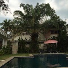 Photo taken at Palm Grove Resort Pattaya by Manucheat S. on 4/23/2015