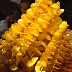 Photo taken at ถนนคนเดินวัวลาย (Wualai Saturday Nightmarket) by Rita G. on 11/17/2012