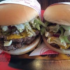 Photo taken at Fatburger by Alex B. on 8/19/2014