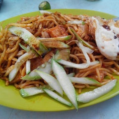 Photo taken at Tanjung Mee Goreng 顺兴茶餐室 by Niisa A. on 11/3/2014
