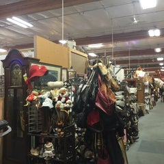 Photo taken at Brass Armadillo Antique Mall by Yxes 💋🍂🍁 ☕. on 2/21/2015