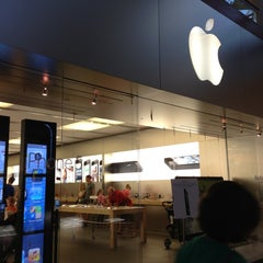 Photo taken at Apple Store, Arrowhead by Yxes 💋🍂🍁 ☕. on 9/29/2012