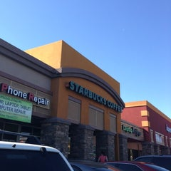 Photo taken at Starbucks by Yxes 💋🍂🍁 ☕. on 11/8/2012