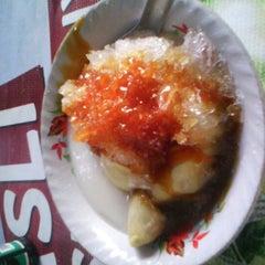 Photo taken at Segitiga Erlangga Food Court by Wiwik D. on 10/26/2012