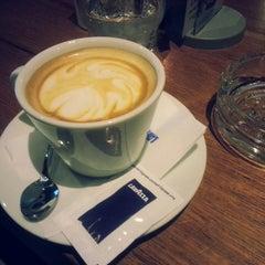 Photo taken at Tarpon Restaurant Night Bar by Tomislav G. on 10/30/2014