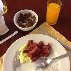 Photo taken at Days Hotel, Mactan, Cebu by Carmela N. on 10/29/2012