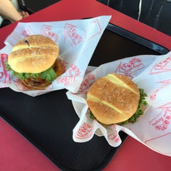 Photo taken at Teddy's Bigger Burgers by Kathy J. on 4/19/2015