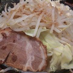 Photo taken at 濃厚豚骨醤油ラーメン 太龍軒 恵比寿本店 by はんこ ぺ. on 4/11/2013