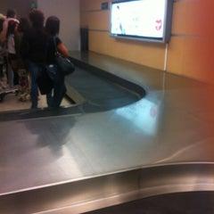 Photo taken at Cinta Equipaje 6 / Baggage Belt 6 by Felipe V. on 11/4/2012