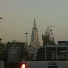 Photo taken at Al-Faisaliah Tower | برج الفيصلية by Juan J. on 10/7/2012