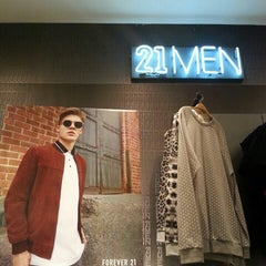 Photo taken at Forever 21 by Le Borregé M. on 9/4/2015