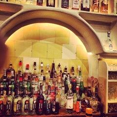 Photo taken at Café Altamira by Hendric R. on 10/15/2012