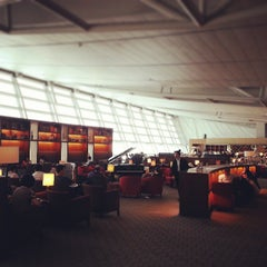 Photo taken at Asiana Airlines Business Lounge by Ju-Hyoung (James) K. on 6/5/2013
