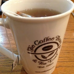 Photo taken at The Coffee Bean & Tea Leaf by Jann T. on 3/8/2013