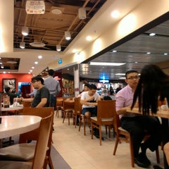 Photo taken at Pizza Hut by Phichai S. on 5/26/2015