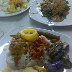 Photo taken at Restoran Tu Dia ... Pak Tam by Zamsari M. on 7/5/2015