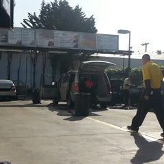 Photo taken at Auto City Car Wash by Pablo Jimenez on 3/22/2014