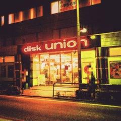 Photo taken at ディスクユニオン 下北沢店 by Tsuyoshi I. on 8/19/2015