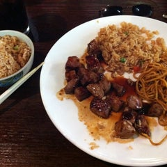 Photo taken at Sakura Japanese Restaurant by Dennis S. on 12/9/2012