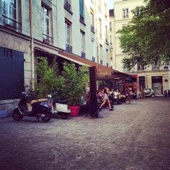 Photo taken at Place du Marché Sainte-Catherine by jeremyFreeAgent on 7/17/2015