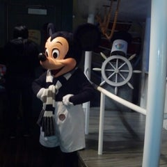 Photo taken at Mickey's House and Meet Mickey by Antoinette W. on 11/20/2012