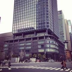 Photo taken at 丸の内ビルディング (丸ビル) / Marunouchi Building by Oscar Yasser N. on 4/1/2013