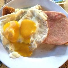 Photo taken at Breakfast Bar by Elvis N. on 10/17/2015