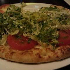 Photo taken at California Pizza Kitchen | 詞碧閣西餐厅 by Amit G. on 9/16/2012