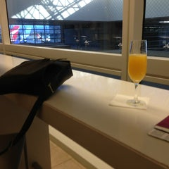Photo taken at Oneworld Business Lounge by Nobuyuki H. on 1/11/2013