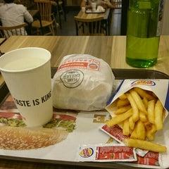 Photo taken at Burger King by Luzy C. on 5/5/2015