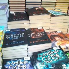 Photo taken at Livraria Leitura by Leonardo S. on 10/26/2012