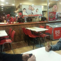 Photo taken at Telepizza by Xeo A. on 9/28/2013