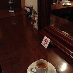 Photo taken at Stand Deli Cafe & Bar Bon Bonne by Yuji S. on 2/14/2013
