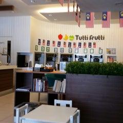 Photo taken at Tutti Frutti by tanjoe m. on 9/5/2015