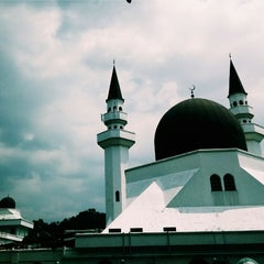 Photo taken at Masjid Al-Mujahideen by Ariffin A. on 1/23/2015