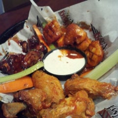 Photo taken at Wing Nutz by Lorin H. on 12/7/2012