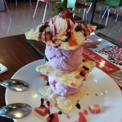Photo taken at Strawberry Forever Dessert Cafe by Melv on 12/28/2013