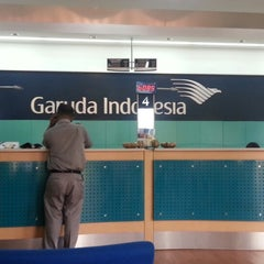 Photo taken at Garuda Indonesia Sales & Ticketing Office by Wiranto E. on 7/12/2013