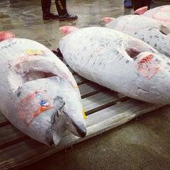 Photo taken at 築地市場 (Tsukiji Fish Market) by Shalin P. on 11/20/2012