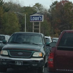 Photo taken at Lowe's Home Improvement by Stanley S. on 10/26/2013