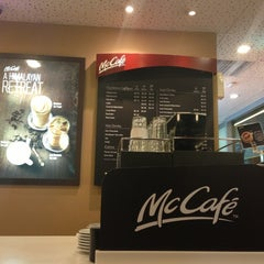 Photo taken at McDonald's / McCafé by Yahya @. on 10/25/2012