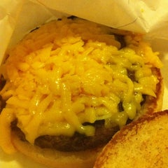 Photo taken at Bellaire Broiler Burger by Allen A. on 8/20/2011