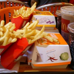 Photo taken at McDonald's Kota Bharu Mall by Frank T. on 11/14/2012