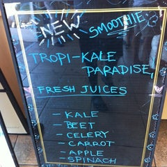 Photo taken at Robeks Fresh Juices & Smoothies by Nasara G. on 9/15/2012
