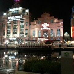 Photo taken at Hard Rock Cafe Baltimore by John M. on 11/10/2012